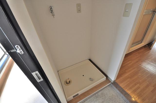 コーポラス光進 洗濯機置場が室内にあると本当に助かりますよね。