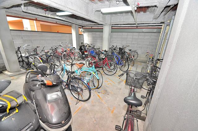 オーナーズマンション菱屋西 屋内にある駐輪場は大切な自転車を雨から守ってくれます。
