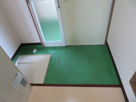 https://image.rentersnet.jp/aec807a0-f7b3-43ba-9d36-4e4a1a117cf1_property_picture_959_large.jpg_cap_玄関