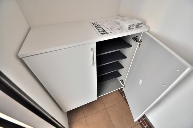太平寺2丁目 連棟住宅 玄関にはオシャレなシューズボックスが設置されていますよ。