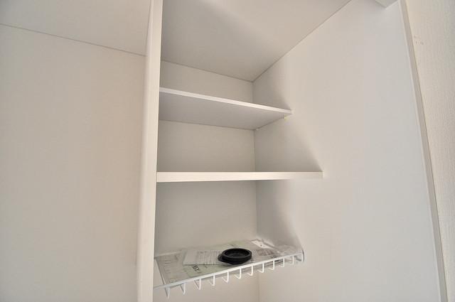 センチュリーシティⅠ キッチン棚も付いていて食器収納も困りませんね。