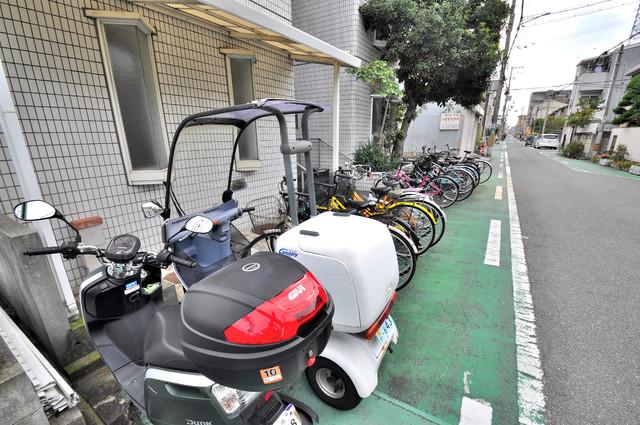 ジュネス八戸ノ里 あなたの大事な自転車も安心してとめることができますね。