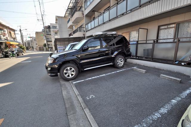 ジャルディーノ壱番館 敷地内に駐車場があればとめるのも安心ですね。