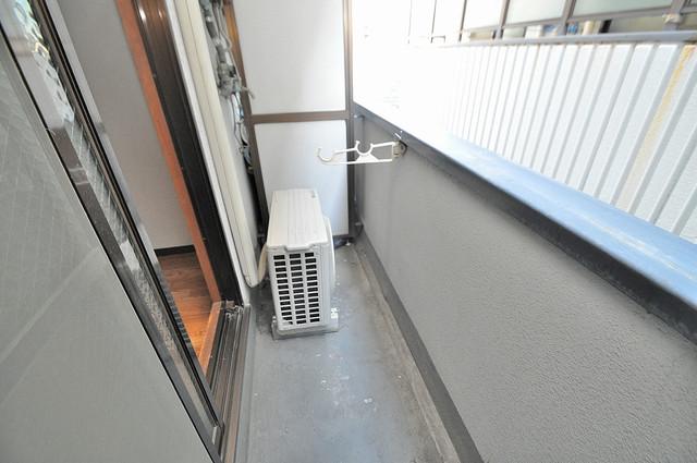 コーポフェルメール 心地よい風が吹くバルコニー。洗濯物もよく乾きそうです。