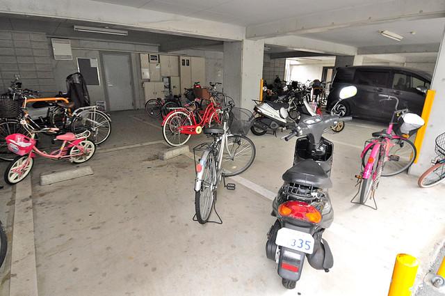 トリニティ加美東 敷地内には専用の駐輪スペースもあります。