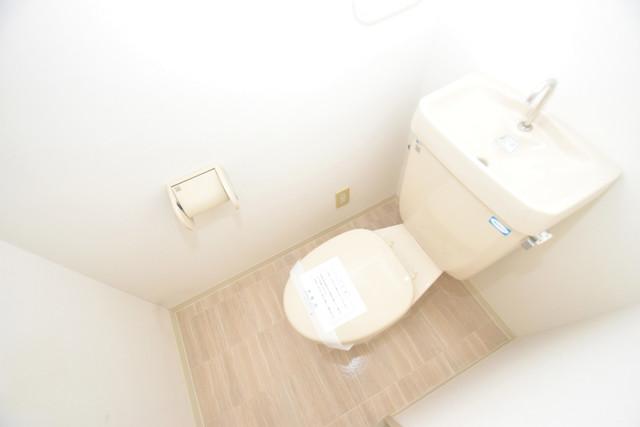イスタナ・フセ スタンダードなトイレは清潔感があって、リラックス出来ます。