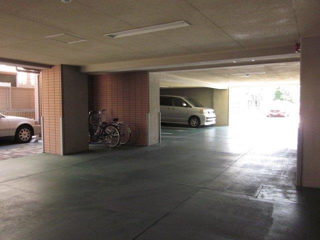 エルミタージュ横浜ベイ駐車場