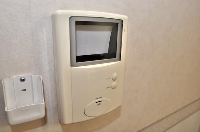 ジャルディーノ弐番館 TVモニターホンは必須ですね。扉は誰か確認してから開けて下さいね