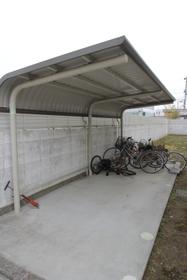 https://image.rentersnet.jp/b00eb89fee906ce25015c8cb2d51bfb8_property_picture_960_large.jpg_cap_屋根付き駐輪場