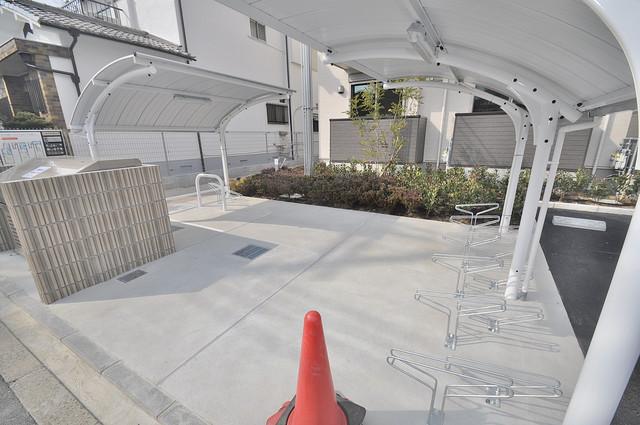 AXIA(アクシア) 敷地内にある専用の駐輪場。雨の日にはうれしい屋根つきです。