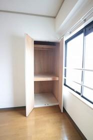 ライラックガーデン 201号室