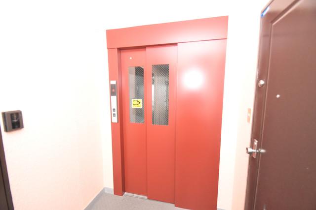 スマイルハイツ巽東 嬉しい事にエレベーターがあります。重い荷物を持っていても安心
