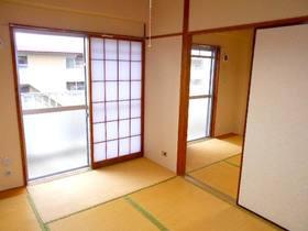 玄関から見て左側の和室(障子あり)