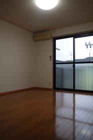 https://image.rentersnet.jp/b06c7a6c-fafe-4767-a653-e28eaa9df9a5_property_picture_2419_large.jpg_cap_居室