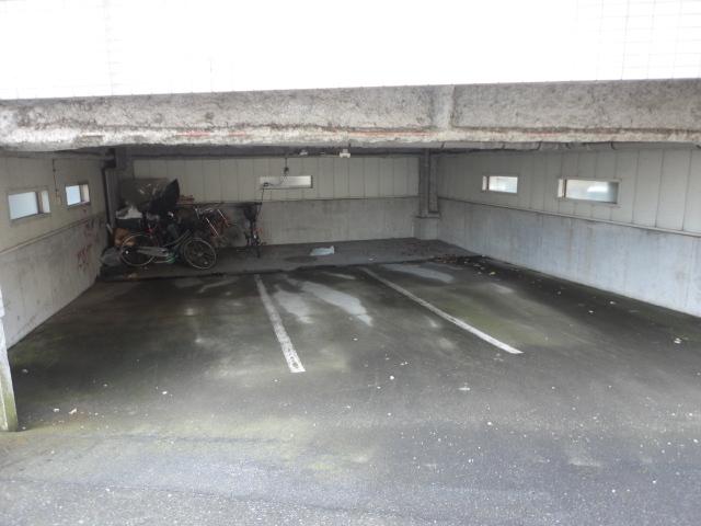 ルリ橋本駐車場