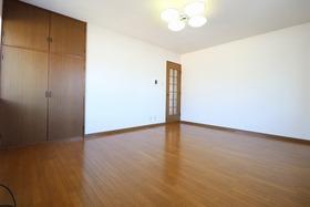 https://image.rentersnet.jp/b0ebf7f1-7617-4843-8795-f6144de5762a_property_picture_1992_large.jpg_cap_居室