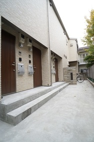 https://image.rentersnet.jp/b124c0dc-35bf-4d70-954a-3a2ee90c9a16_property_picture_3276_large.jpg_cap_エントランス