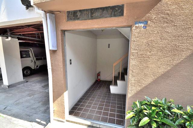 コンラッド長瀬 玄関前の共有部分。周辺はいつもキレイに片付けられています。