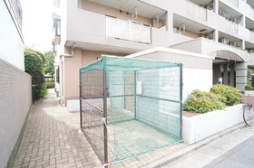 https://image.rentersnet.jp/b13428dd76f8d8c85abe0756de836aa7_property_picture_1800_large.jpg_cap_敷地内ごみ置き場
