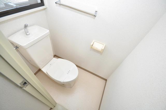 フォレステージュ長瀬 白くてピカピカのトイレですね。癒しの空間になりそう。