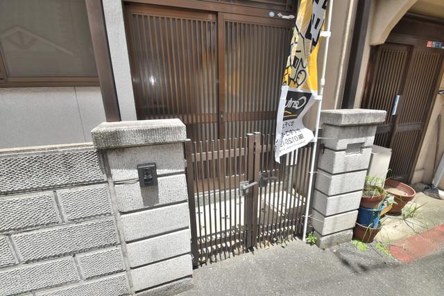 横沼町3-4-13貸家 素敵なエントランスがあなたを毎日出迎えてくれます。