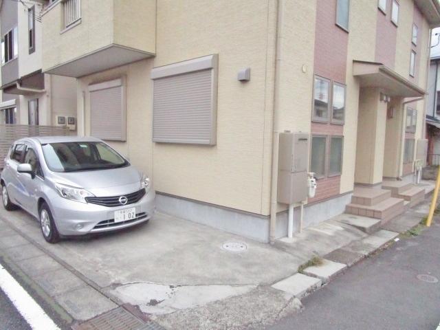 日野二世帯住宅駐車場
