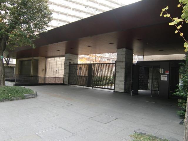 アトラス江戸川アパートメントエントランス