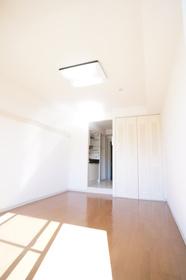 https://image.rentersnet.jp/b1cf7558-d778-49e6-9c4e-2d5ac7d7d441_property_picture_962_large.jpg_cap_居室