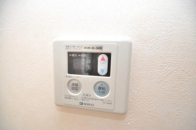 アスリートコート 給湯リモコン付。温度調整は指1本、いつでもお好みの温度です。