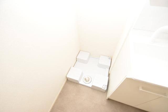 セレナヴィラ下小阪W 室内に洗濯機置き場があれば雨の日でも安心ですね。