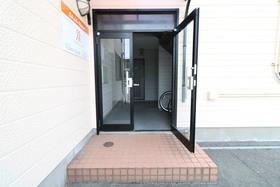 https://image.rentersnet.jp/b2159679-43be-42d7-95af-75904999fe65_property_picture_957_large.jpg_cap_エントランス