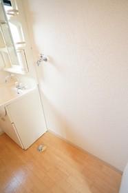 洗面台の横には洗濯機置き場も完備