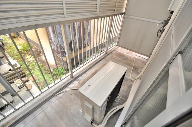 ベルハイム俊徳道 単身さんにちょうどいいサイズのバルコニー。洗濯機も置けます。