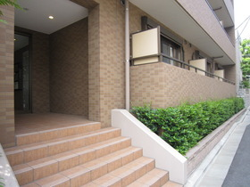 https://image.rentersnet.jp/b2fe8eb7681138a0a01d188185472810_property_picture_961_large.jpg_cap_オートロック完備