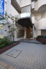 目黒駅 徒歩8分エントランス