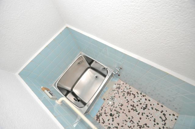 若江本町4-8-40貸家 ちょうどいいサイズのお風呂です。お掃除も楽にできますよ。