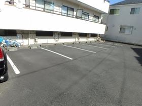 ビーハイブ駐車場