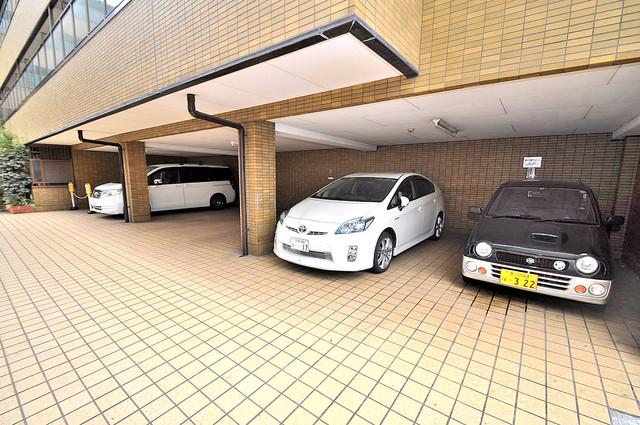 OMレジデンス八戸ノ里 敷地内にある専用の駐輪場。雨の日にはうれしい屋根つきです。