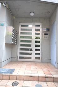 椎名町駅 徒歩17分エントランス