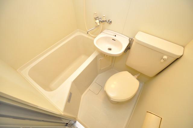 ライラック小阪 シャワー1本で水回りが簡単に掃除できますね。