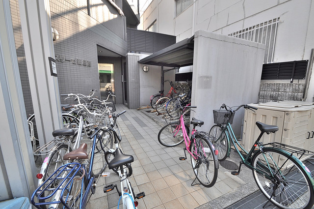 スリーゼ菱屋西 あなたの大事な自転車も安心してとめることができますね。