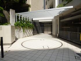 ニューシティアパートメンツ千駄ヶ谷Ⅱエントランス