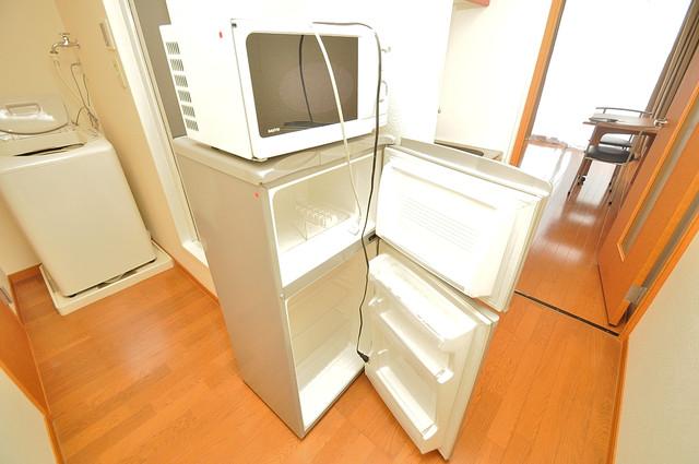 レオパレススズラン キッチンの下にはかわいいミニ冷蔵庫付きです。得した気分です