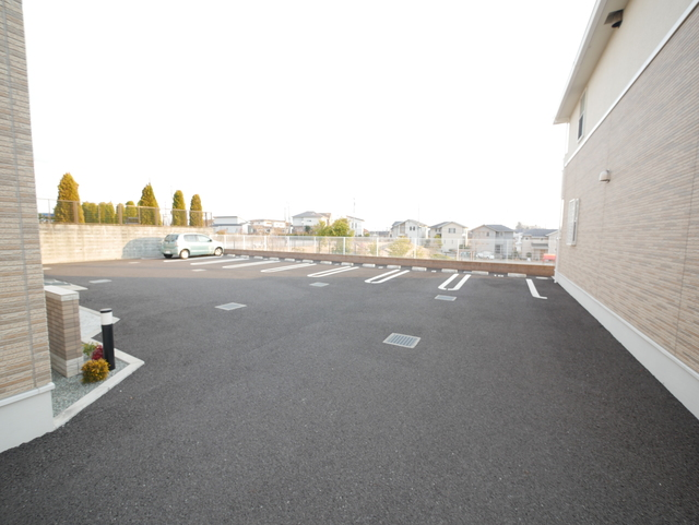 グリシーヌパークB駐車場