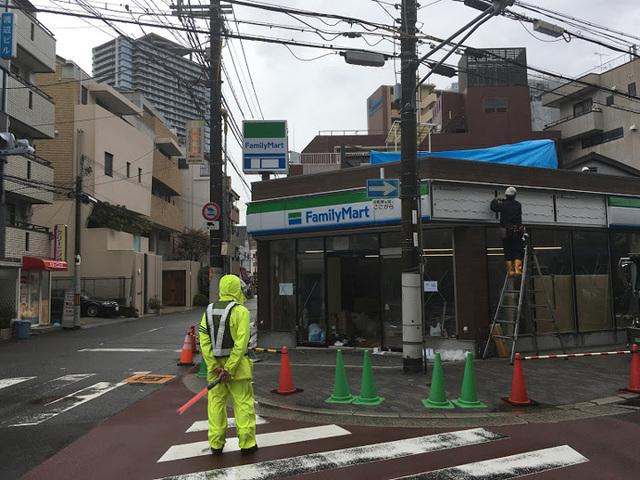 ファミリーマート阪急中津駅前店