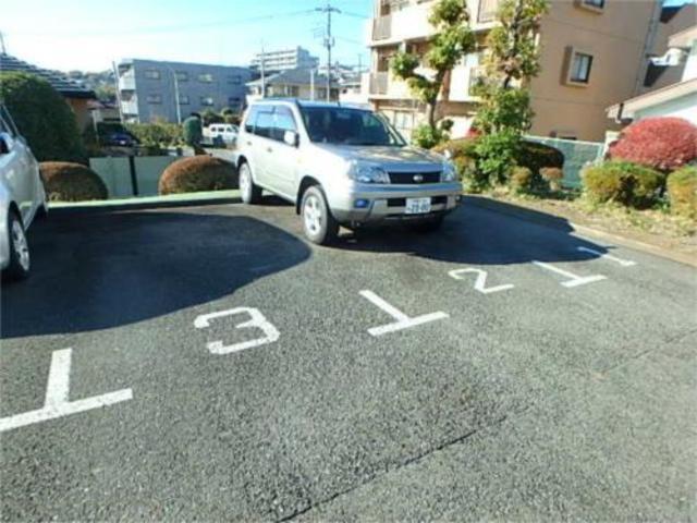 向ノ岡ハイツ駐車場