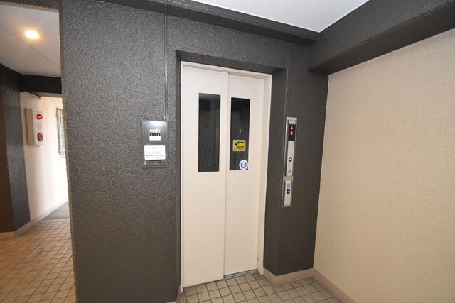サンサーラ・タツミ 嬉しい事にエレベーターがあります。重い荷物を持っていても安心