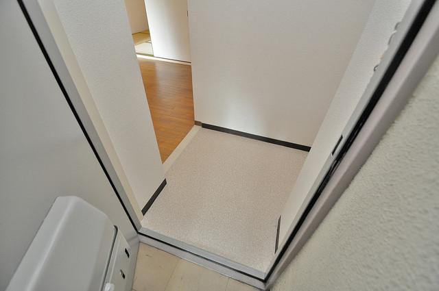 ファミーユ和喜 玄関から部屋が見えないので急な来客でも安心です。