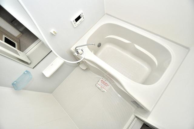 巽北ロイヤルマンション ゆったりサイズのお風呂は落ちつける癒しの空間です。