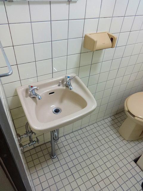内山アパート洗面所